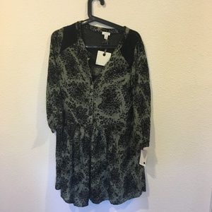 Hinge Dresses - NWT Hinge button front floral dress